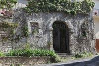L'unico edificio rimasto a Bagni San Filippo realizzato con la tecnica della Plastica dei Tartari ideata da De Vegni