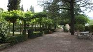 Le terme di san filippo racchiudono hotel , piscina, cure termali e centro benessere, all' interno di un grande parco